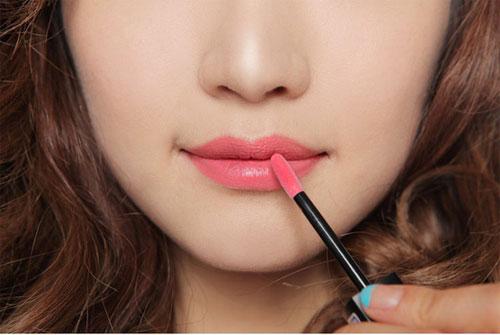 Cách chọn màu sơn môi phù hợp bạn gái thêm xinh