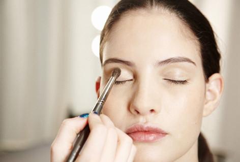 Các bước trang điểm mắt cơ bản cho người mới học