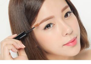 Cách chải lông mày bằng mascara đẹp tự nhiên, độc đáo