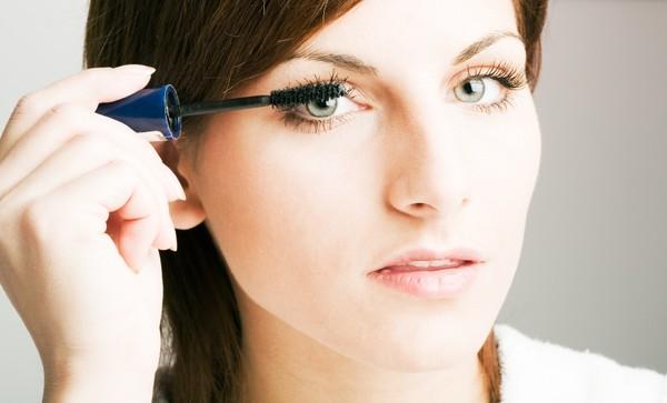 Cách chải mascara không bị lem, đẹp quyến rũ