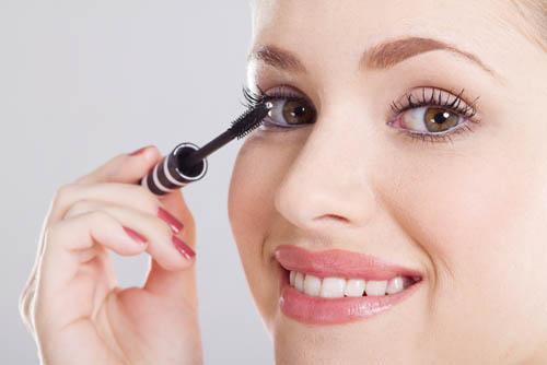 Cách chọn mascara phù hợp với từng dáng lông mi