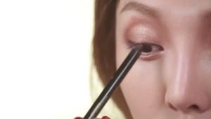 Cách kẻ mắt bằng chì đơn giản, đẹp tự nhiên