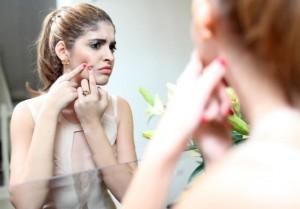 Cách chăm sóc da nhờn mụn vào mùa đông hiệu quả