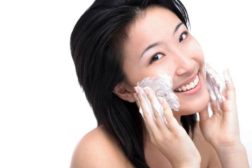 Cách chọn sữa rửa mặt cho da hỗn hợp phù hợp