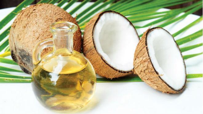 Chữa thâm nách bằng dầu dừa cho phụ nữ sau sinh