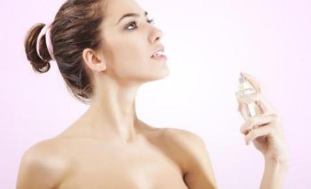 Da khô có nên dùng nước hoa hồng không?